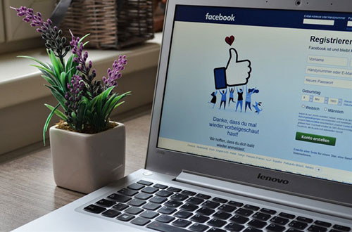 Facebook Login auf Laptop